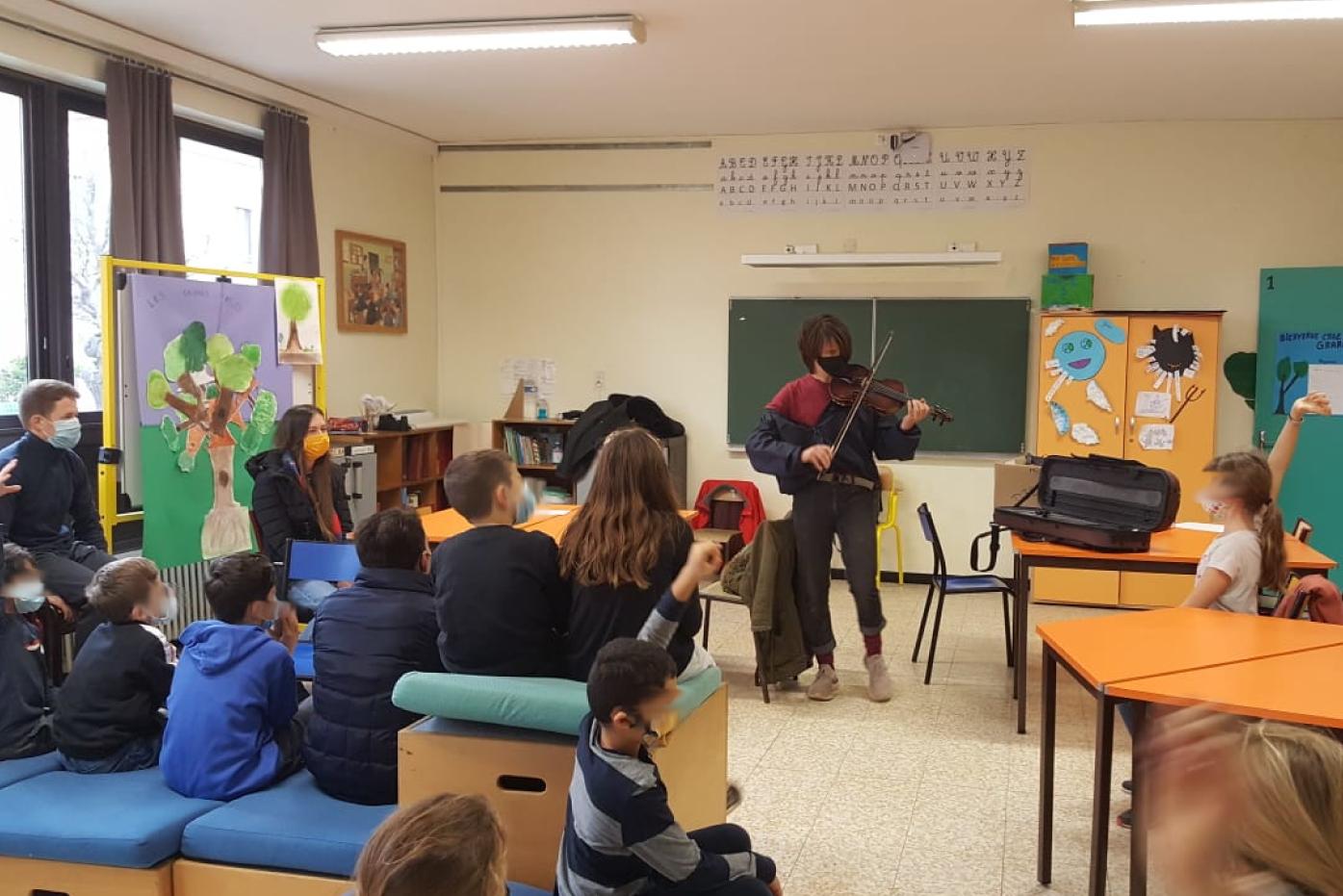 Les volontaires du REV à Vauvert : échange interculturel avec des enfants